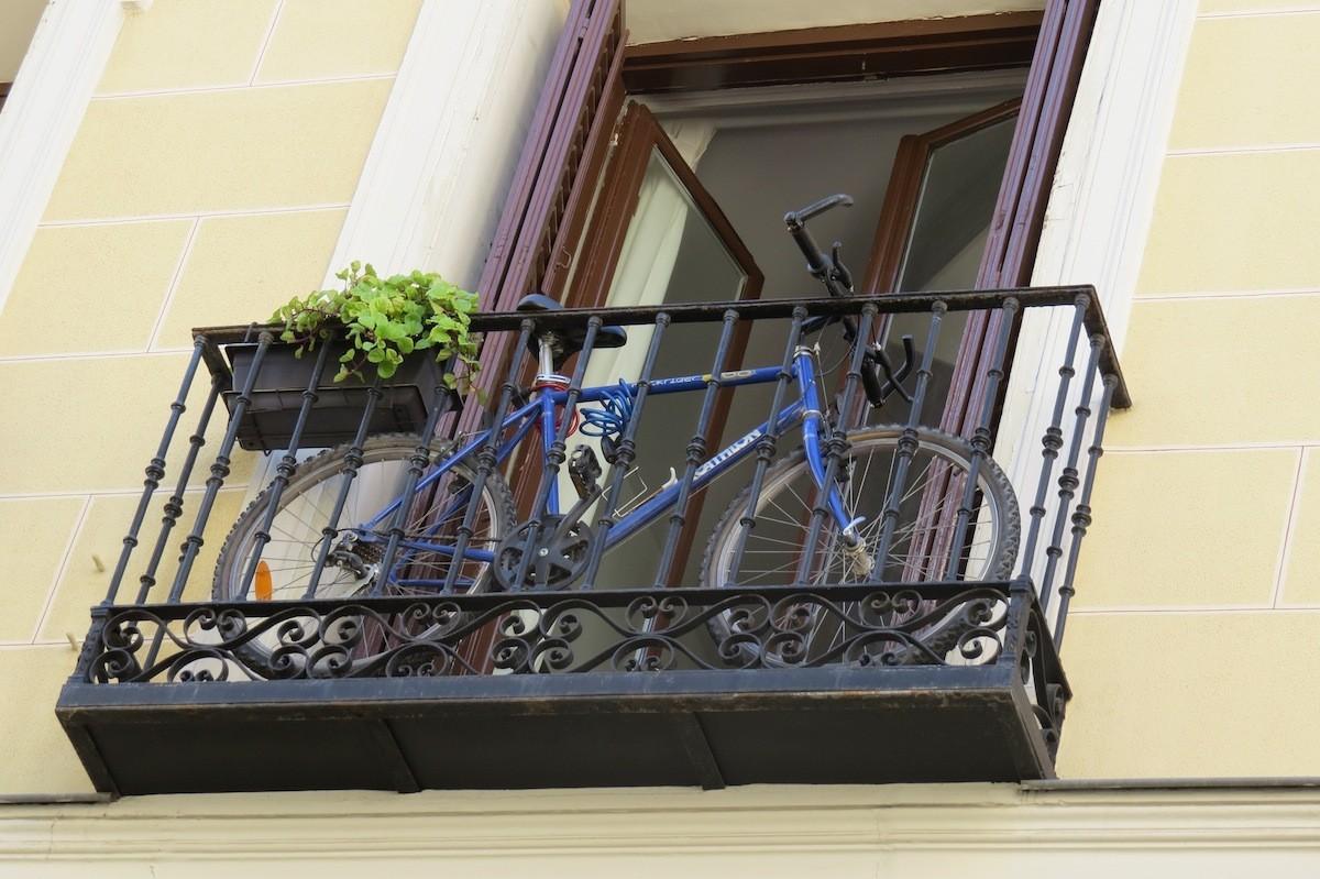 bicicleta en un balcon