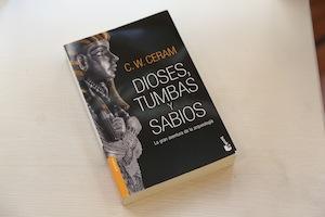El que tome este libro entre sus manos no podrá evitar sentirse en la piel de Wincklemann, Botta o Rawlison.