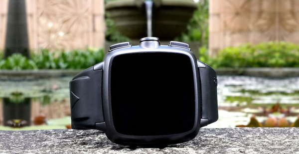 El Omate TrueSmart lleva una cámara que permite grabar vídeo a 720p