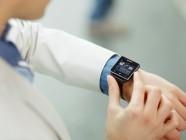 Todos prohibidos: la Universidad de Londres no distingue smartwatches de relojes normales