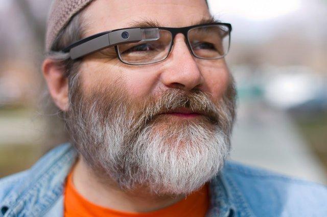 Hace ya algun tiempo que Google está trabajando para adaptar sus Google Glass para usuarios que utilizan gafas graduadas
