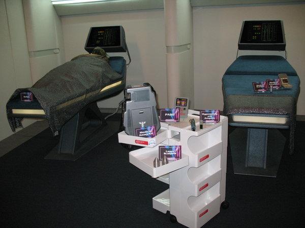 En la enfermería de la Enterprise hay muy pocos aparatos, pero son increíblemente eficaces
