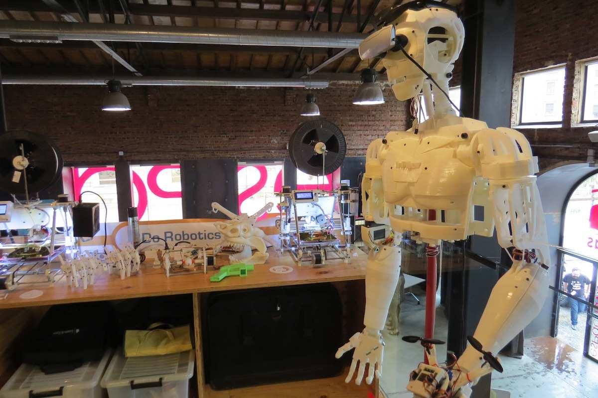 Robot creado con piezas impresas en 3D.