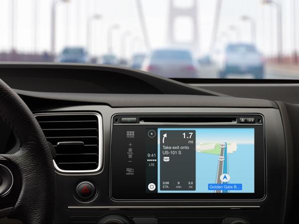 El mapa con la ruta al destino seleccionado aparece en una pantalla en el salpicadero del coche