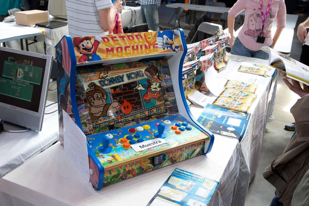David Provencio ha creado un Libro + DVD + plantillas donde explica Cómo hacer mi propia Recreativa Arcade.