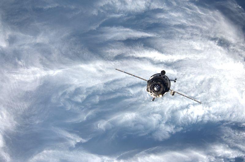 Buque de carga Progress M-20M entrando en la atmósfera terrestre.