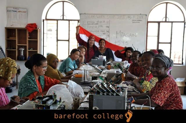 Imagen de la galería de Facebook del Barefoot College.