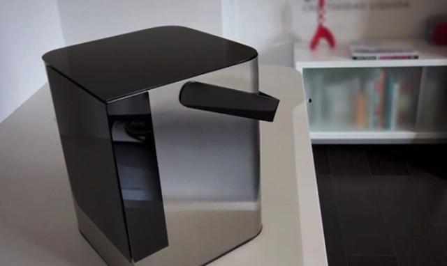 Impresora láser 3D de resina Lion Crewer, que se presentará en el Mulafest de Madrid 2014.
