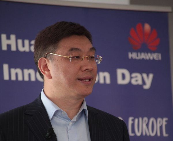William Xu se dirige a los asistentes al Huawei Innovation Day Europe