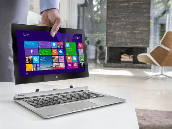 La pantalla del Satellite PW30 puede separarse del teclado con una sola mano, y funcionar independientemente como tablet con Windows 8.1