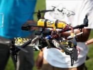 Un drone que lleva a otro drone y éste a otro y…