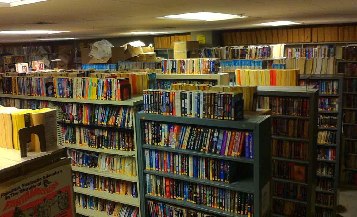 Cajas, libros y plátanos. ¿Qué hay dentro del MITSFS?