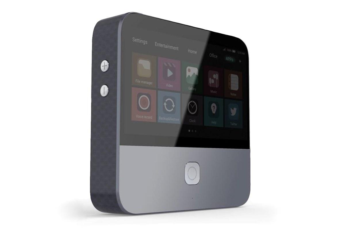 ZTE presenta smartphones y un miniproyector
