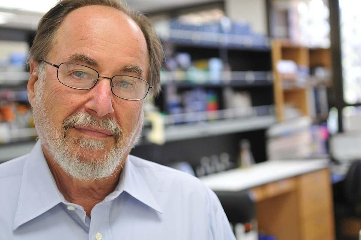 El Nobel David Baltimore alerta de los riesgos de la manipulación genética