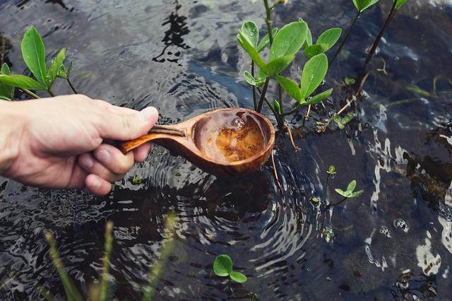 Agua en una cuchara