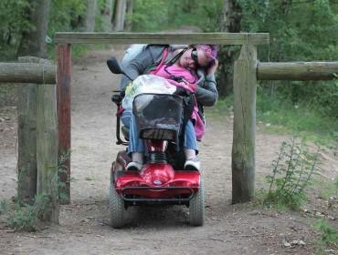 mujer-en-silla-de-ruedas