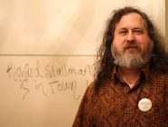 Stallman: la escuela no debe fomentar la dependencia del software privativo