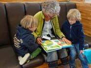Sea lo que sea lo que regales a tus hijos, incluye un libro